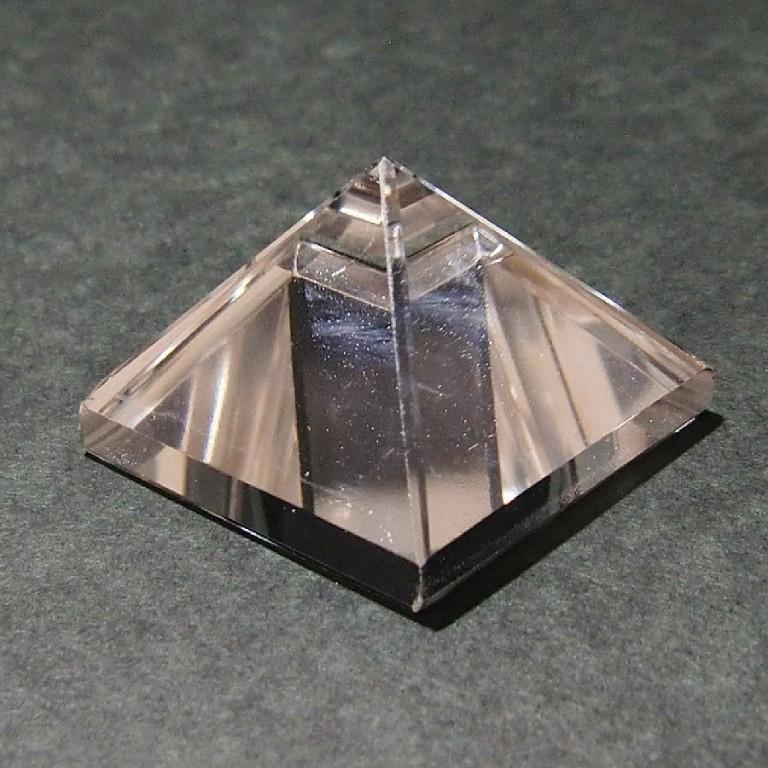 水晶ピラミッド(22g)一点物