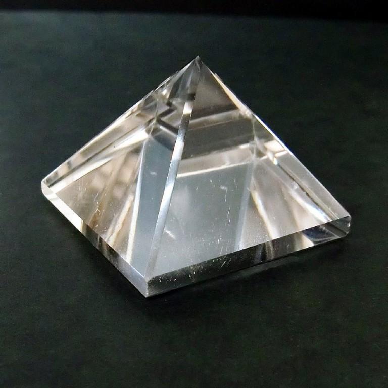 水晶ピラミッド(60g) 一点物