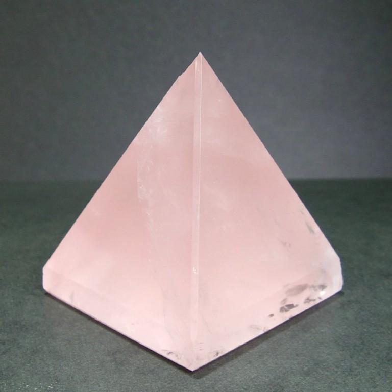 ローズクォーツピラミッド (214g) 一点物