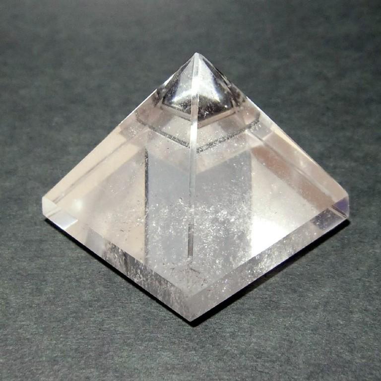 水晶ピラミッド(59g) 一点物