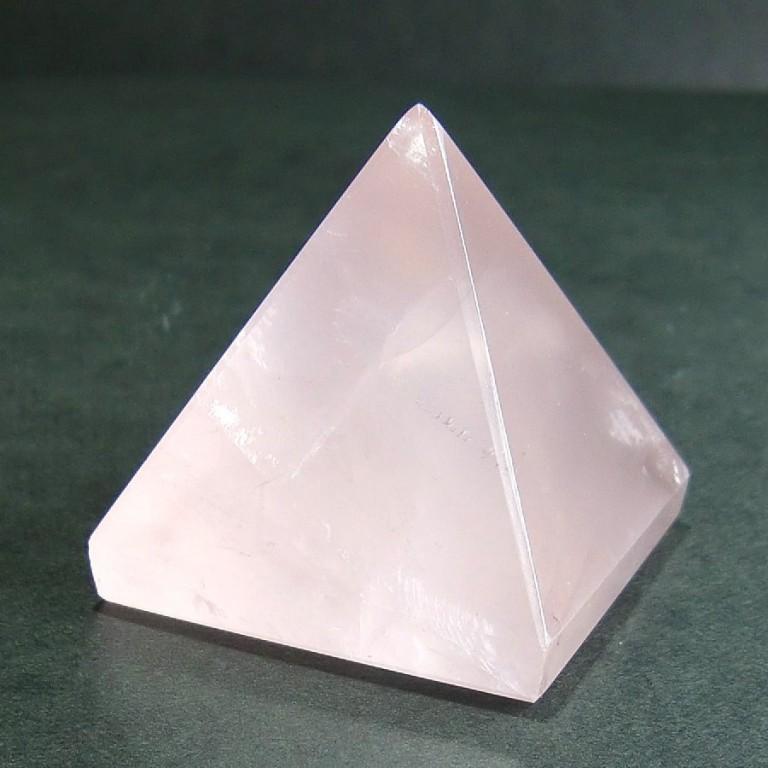 ローズクォーツピラミッド (106g) 一点物