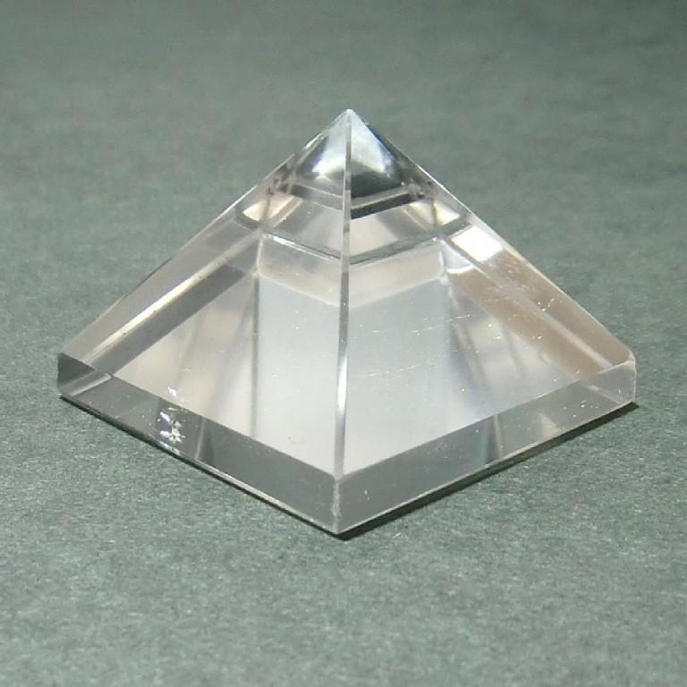 水晶ピラミッド(34g)一点物