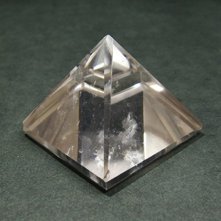 水晶ピラミッド(63g)一点物